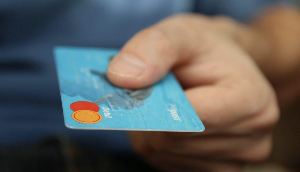 Jak zapłacić kartą u bukmachera online? Metody płatności bez tajemnic!